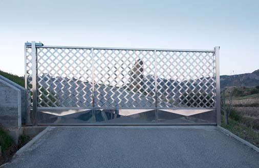 Puertas de entrada escaparates marquesinas for Como hacer una marquesina para puerta de entrada