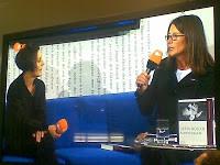 Herta Müller auf dem blauen Sofa
