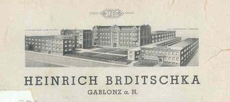 1938: FLORIERENDE SCHMUCKWARENFABRIK Über 800 Mitarbeiter produzierten hochqualitativen Silberschmuck und Imitationsperlen. Das Unternehmen wuchs zur größten Schmuckwarenfabrik im Sudetenland, Böhmen.