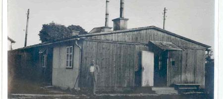 1949: NEUANFANG In Oberösterreich, zunächst in Nöstelbach wurde 1949 erneut mit einer Schmuckproduktion begonnen. Zunächst wurde in einer alten Barracke neu gestartet ohne Mittel, mit Fachwissen und viel Arbeit wurde das Unternehmen neu aufgebaut.