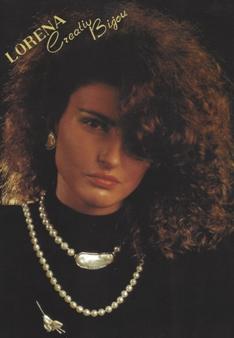 1980: MARKE LORENA Während den 1980er wurde unter LORENA® hauptsächlich Bijouterie und Imitationsperlenschmuck hergestellt.