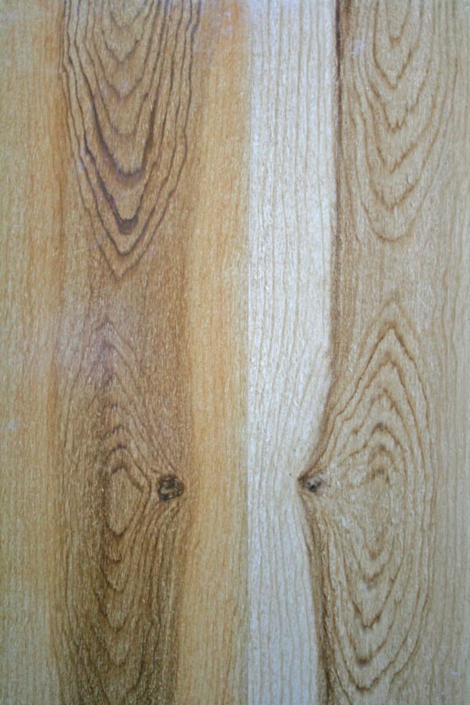 Holzimitationsmalerei Eiche gebeizt (links) und natur (rechts)