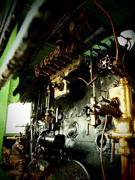 第9位 1203(65票)亀田 Steam locomotive