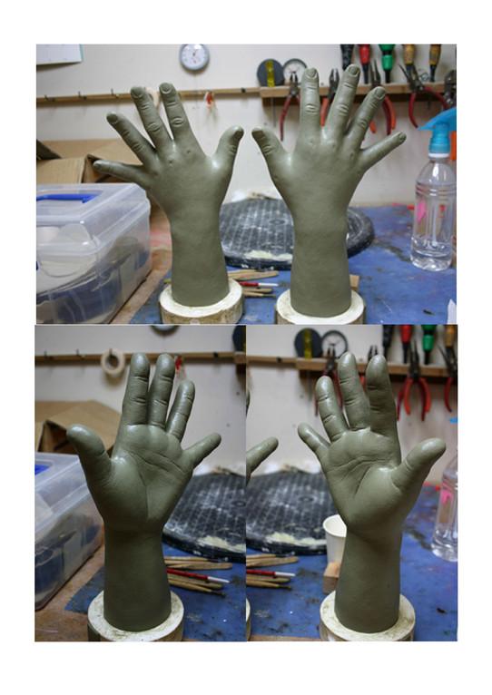 同じく腕も粘土で原型を作り、型取り後、素材を流して行きます