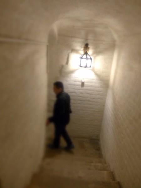 【地下室への階段】