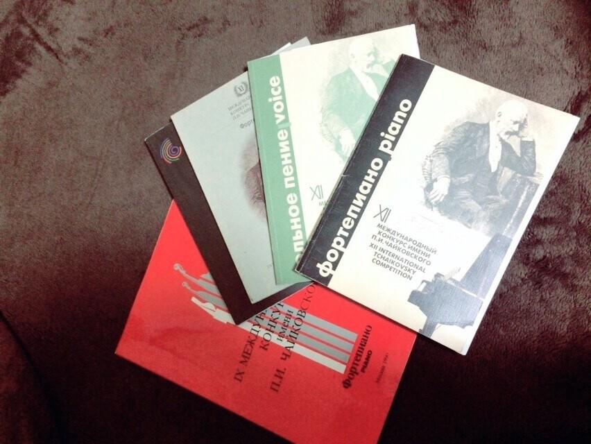 90、98、2002、2011年のプログラム(2002年はピアノと声楽と2冊)