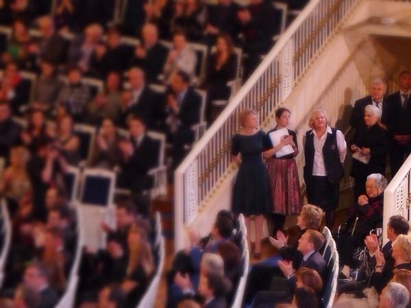 2014年12月8日、モスクワのチャイコフスキー・コンサートホールで行われたマリインスキー劇場管弦楽団(指揮はゲルギエフ)の公演に付いてきていた               チェスキーナさん