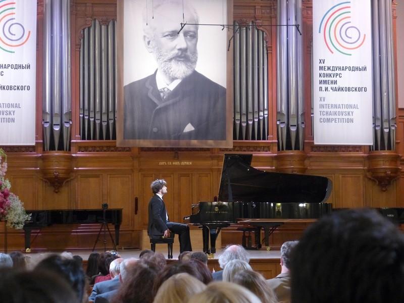 今回の優勝候補?! ルーカス・ゲニューシャス。2010年のショパン・コンクールでも2位。おばあちゃんは今年1月に亡くなりましたが、モスクワ音楽院三大巨頭の一人だったゴルノスターエワ先生。サラブレッドです。