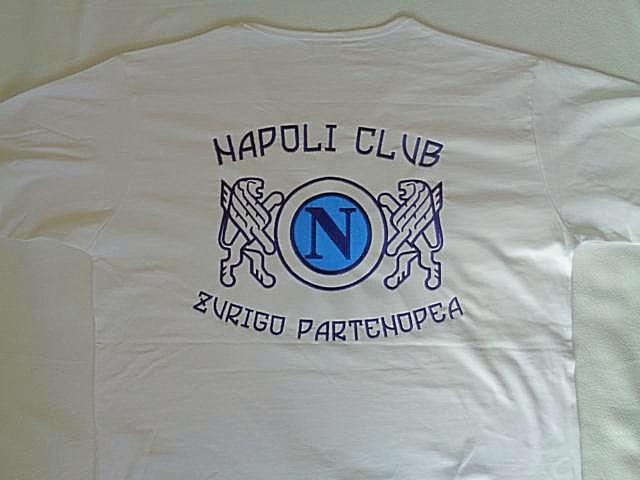 Poloshirts am Rücken besticken lassen. bestickte Poloshirts am Rücken. Firmen Logo am Rücken besticken lassen