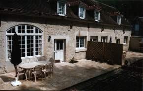 terrasses des gites avec piscine près de Laon dans l'Aisne