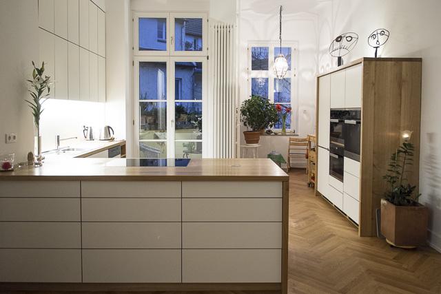 Aus dem Wohnbereich in die Küche