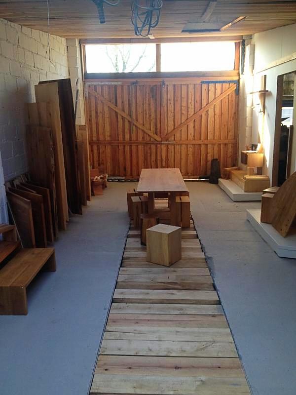 Unser neuer Showroom mit großem Tor zum Hof