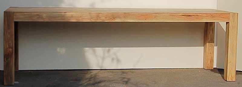 Tischplatte als Hohlkörper ausgebildet