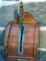 Pompe à cidre : le tonneau est dans la cave et le litre est consigné (en oeuvre dans le Calvados jusque dans les années soixante)