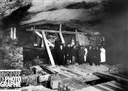 Fulgence Bienvenue accompagné d'officiels en 1899