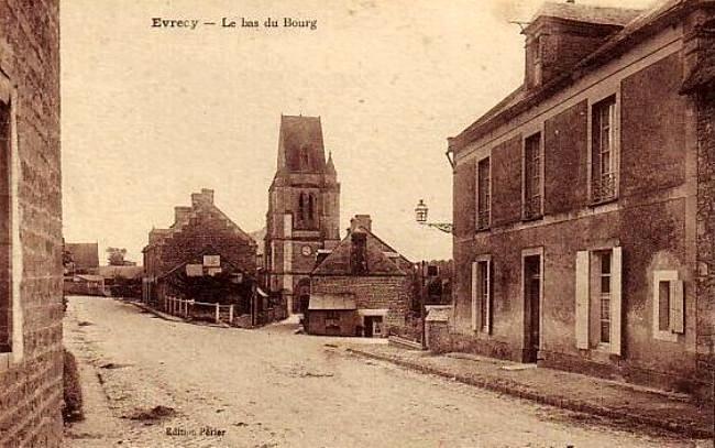 Avant le bombardement : l'église classée