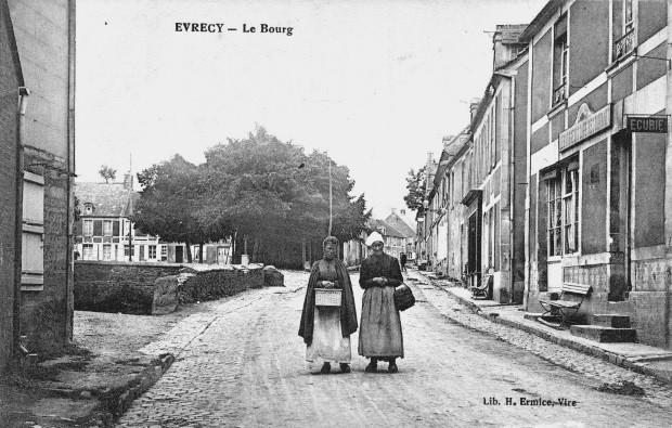 Avant le bombardement : la rue principale