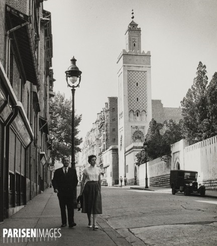 Minaret vu de la rue G Delplas années 50 (une seule voiture stationnée)