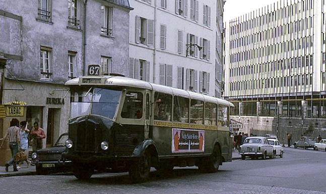 L'autobus 67 version TN4HP (1945)  passe devant le chantier un peu plus tard
