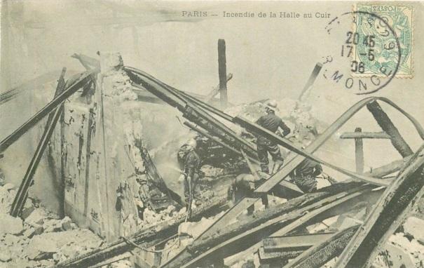 Dans la nuit du 11 au 12 mai 1906, un spectaculaire incendie se déclare qui va requérir l'intervention des pompiers pendant plus de deux semaines et détruire intégralement la halle. Le sinistre est tel qu'il donne lieu à l'édition de cartes postales.
