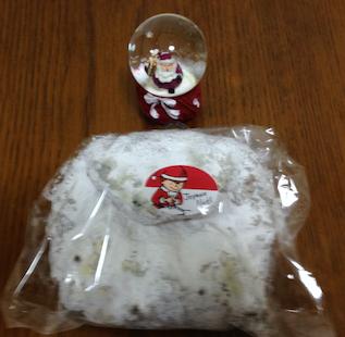 サンタの置物は美容院からのプレゼント
