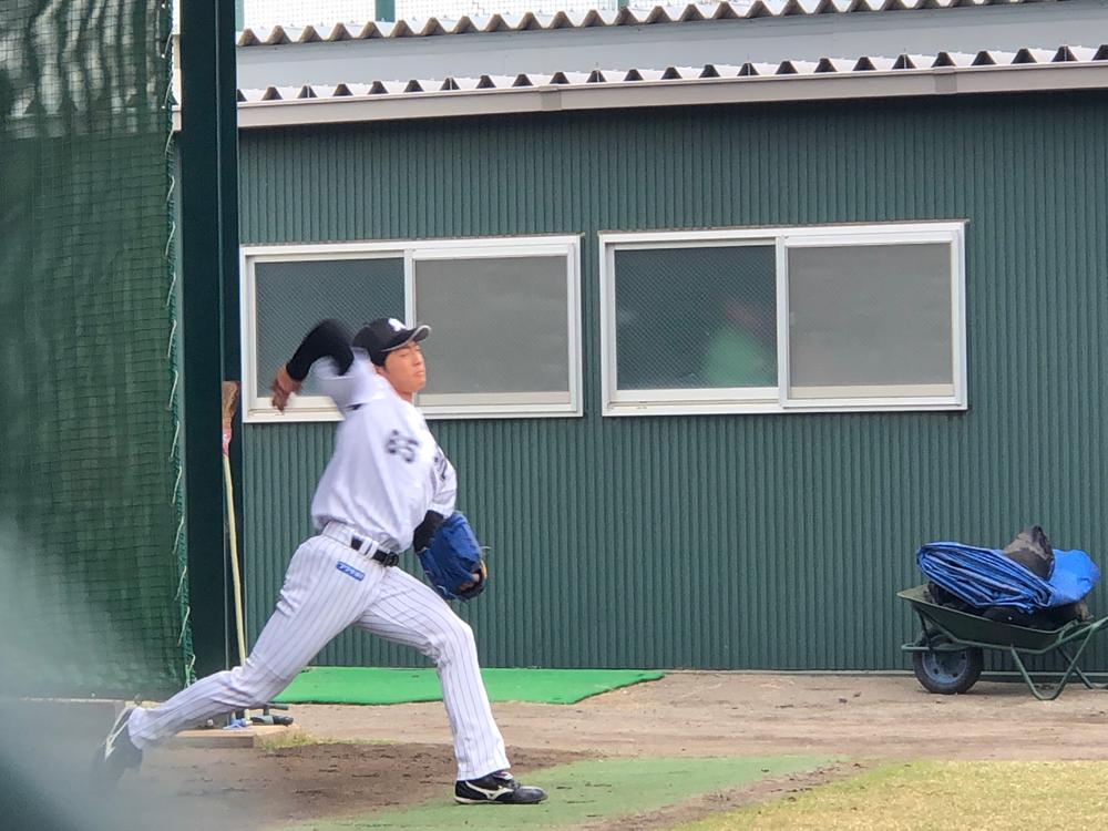 ブルペンの古谷拓郎投手