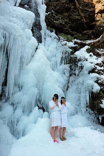 龍神の滝 氷の中での滝行です