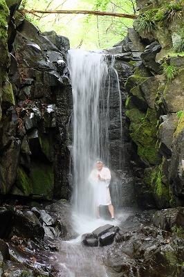 一年を通じて滝行が行われています