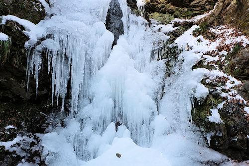 凍てついた龍神の滝です