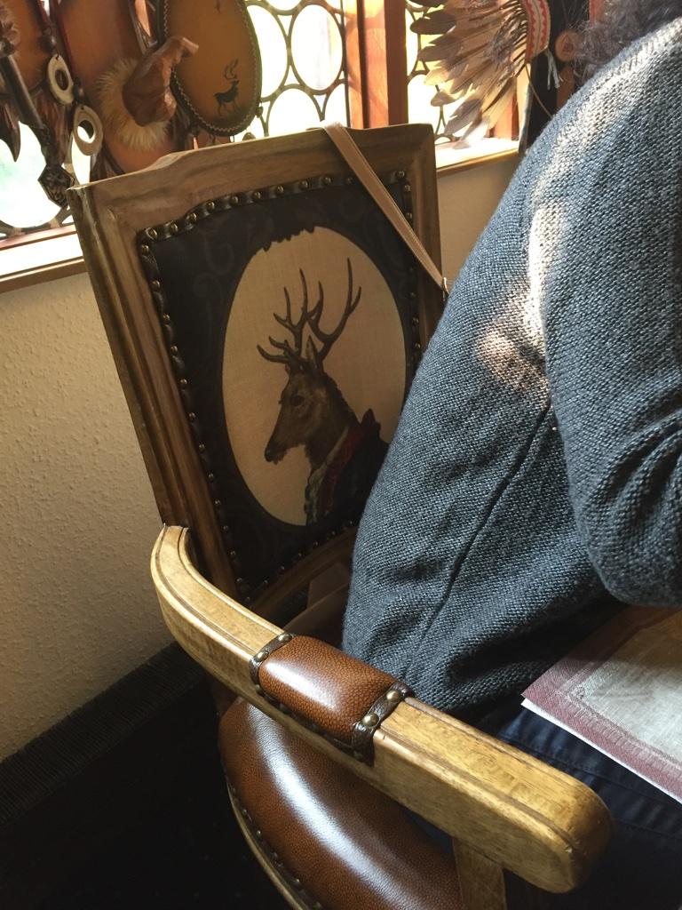 Der Stuhl.......! Aber genial gemütlich.