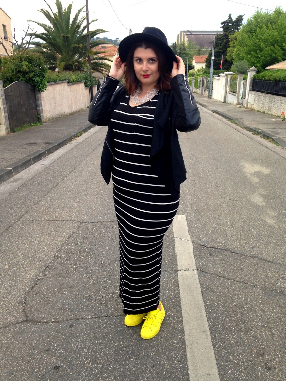CHIC WITH CURVES BLOG MODE MARSEILLE PLUS SIZE GRANDE TAILLE RONDE ROBE ZARA BASKETS ADIDAS