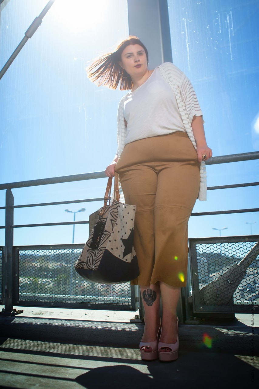 CHIC WITH CURVES BLOG MODE MARSEILLE LOOK JUPE CULOTTE DAIM MODE GRANDE TAILLE PLUS SIZE RONDELOOK TENDANCE PRINTEMPS 2015 KIMONO BLANC