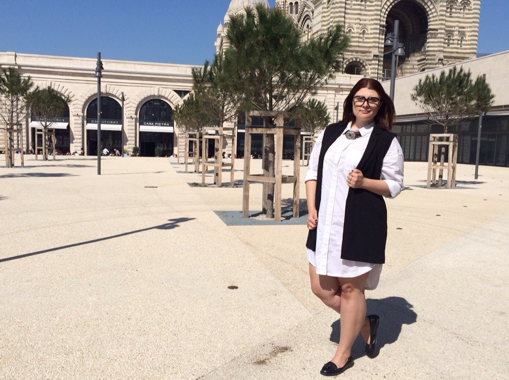 CHICWITHCURVES BLOG MODE MARSEILLE ROBE CHEMISE LONGUE GILET SANS MANCHE H&M PULL AND BEAR MOCASSIN CUIR NEW LOOK LUNETTES XXL TENDANCE LOOK GRANDE TAILLE PLUS SIZE
