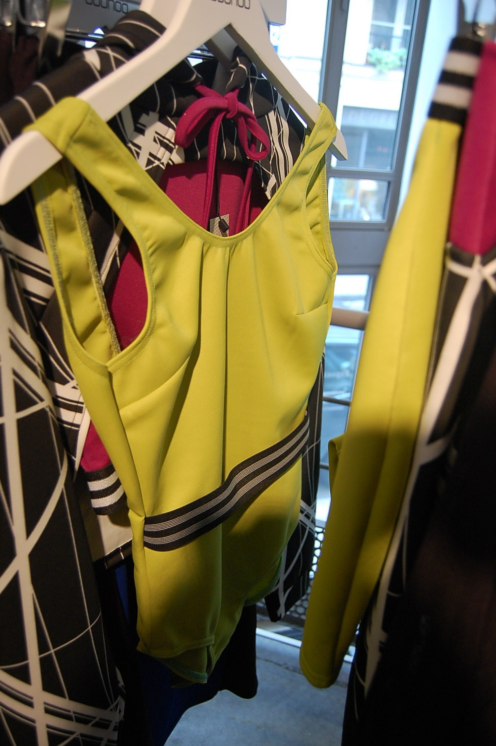 BOOHOO.COM BLOG MODE MARSEILLE FEMME RONDE PIERRE HENRY BOR PROJET FASHION CURVY CURLY CLOSET MAILLOT BODY JAUNE FLUO