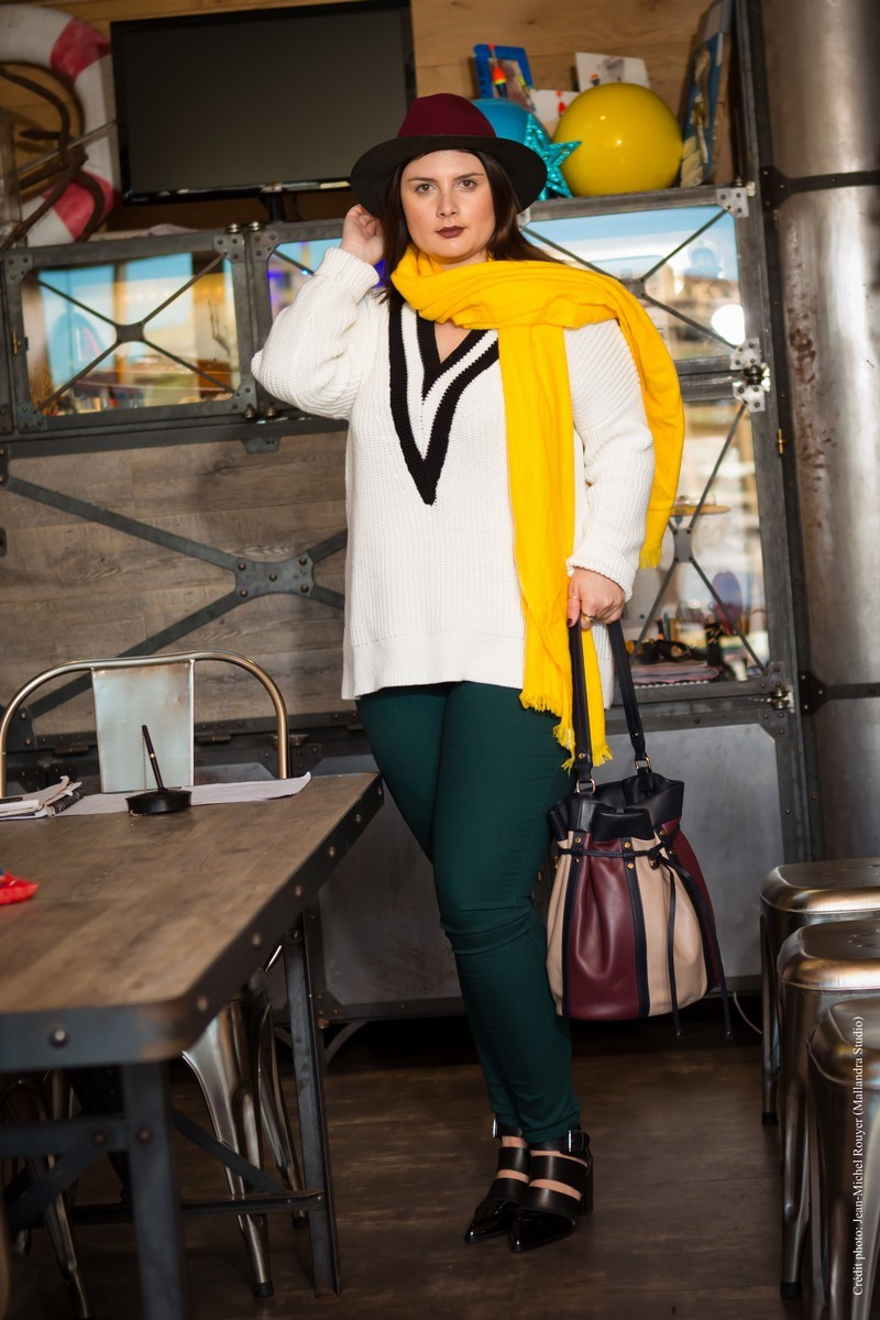 CHIC WITH CURVES BLOG MODE MARSEILLE GRANDE TAILLE LOOK PULL GRAND COL HIGH SCHOOL H&M ECHARPE SLIM VERT BOTTINES CUIR TEXTO CHAUSSURES CHAPEAU THE KOOPLES SAC LANCEL
