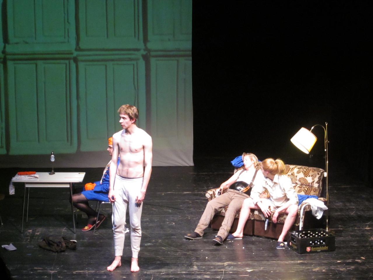 """""""Der Goldene Drache""""-Roland Schimmelpfenning/2011/Kostüm: Hanne Schmitt"""