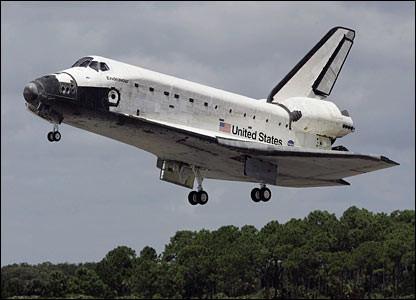 Allo Space Shuttle occorrono circa dodici minuti per passare sopra a tutti gli Stati Uniti, dalla California a New York. Il viaggio di uno Shuttle attorno al mondo ne richiederebbe solo novanta.