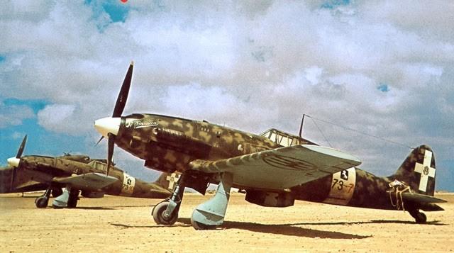 """Il Macchi M.C. 202 """"Folgore"""" MM7823/73-3 di Giulio Reiner in nord Africa. Oggi l'aereo è esposto al Museo Storico dell'Aeronautica Militare di Vigna di Valle (Rm)."""