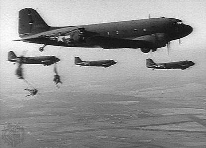 "Versione trasporto truppe C-53 ""Skytrooper""."