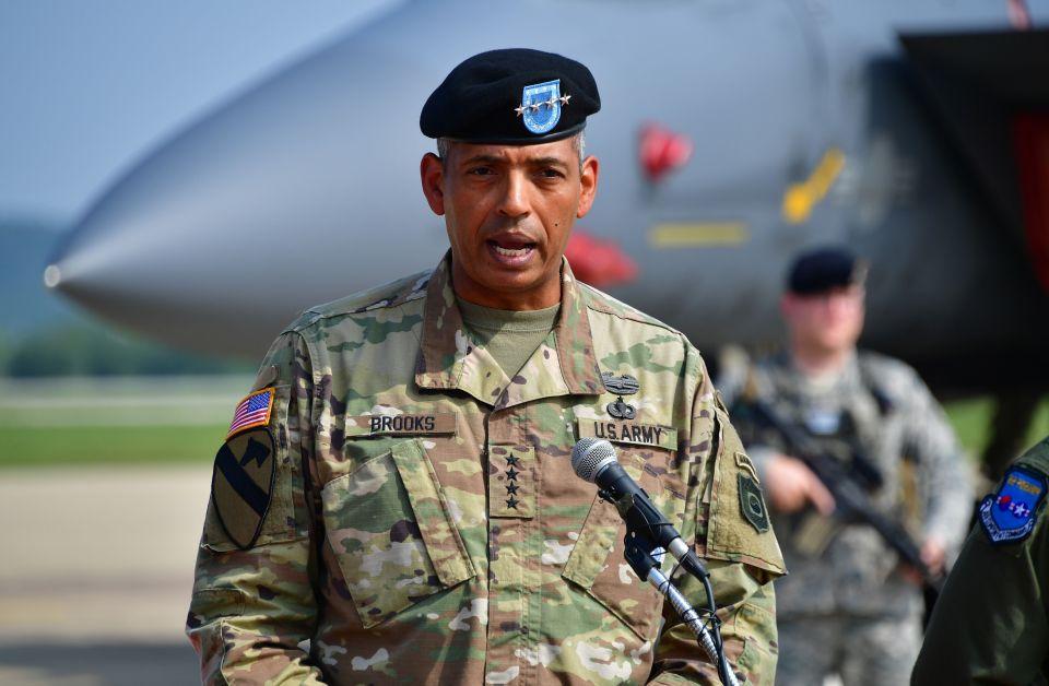 Gen Vincent K. Brooks  attuale comandante della Combined Forces degli Stati Uniti e la Corea del Sud