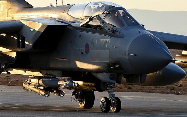 Tornado GR4 della RAF basato ad Akrotiri (Cipro) - Si notano i missili Brimstone usati contro l'ISIS e le GBU