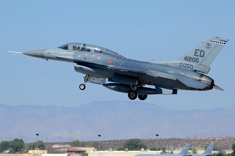 F-16D Edward AFB / © USAF