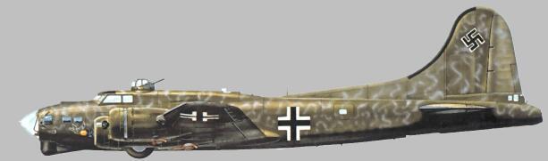 Il B-17 della foto sopra - sprovvisto di torretta ventrale e di armamento, da notare la mimetizzazione per operazioni notturne.