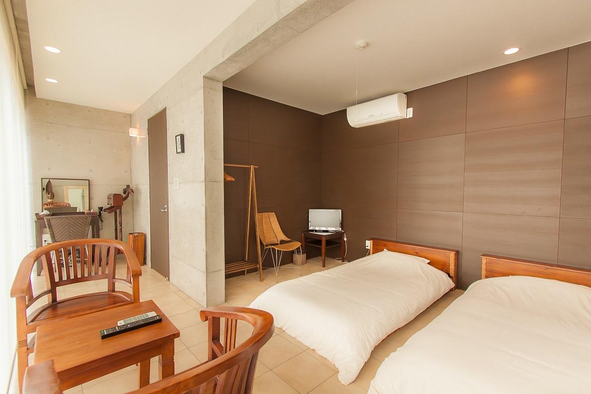 2F寝室 ツインルーム(南側)ロータイプのシングルベット2台