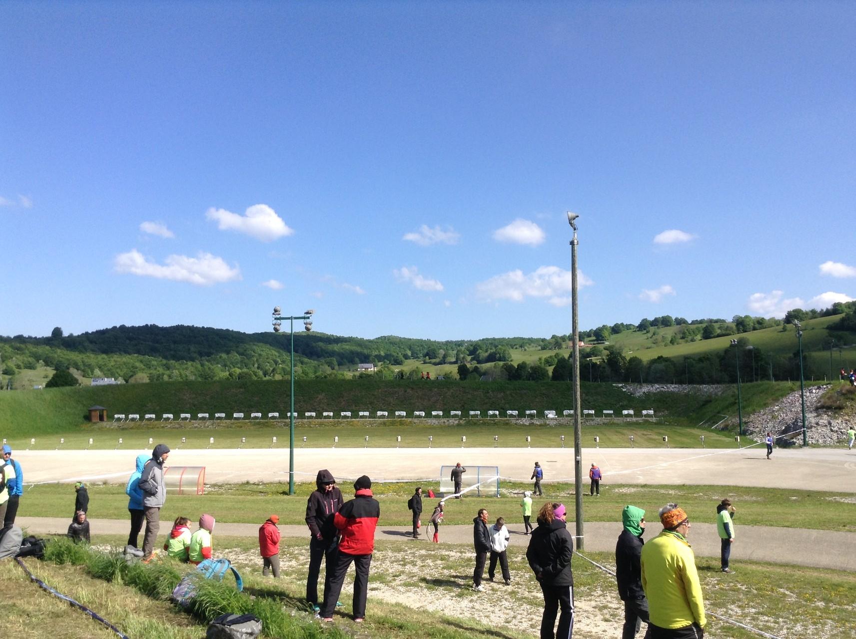 Arrivée sur le stade de biathlon