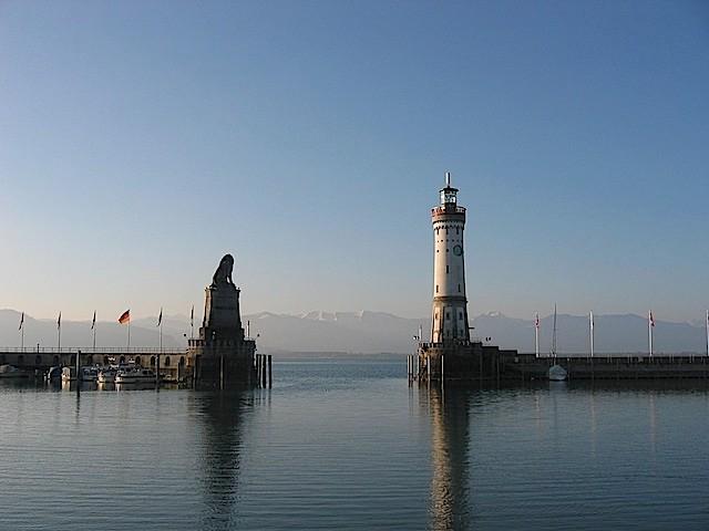 """Löwe und """"neuer"""" Leuchtturm"""