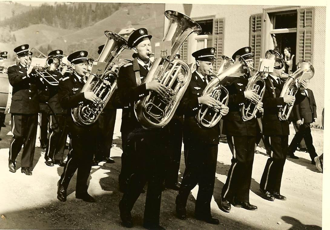 1960: Festeinzug