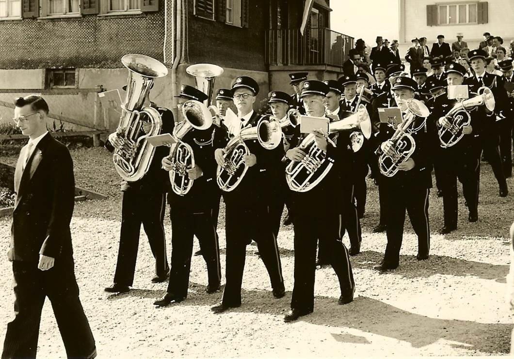 1960: Einzug durch's Dorf