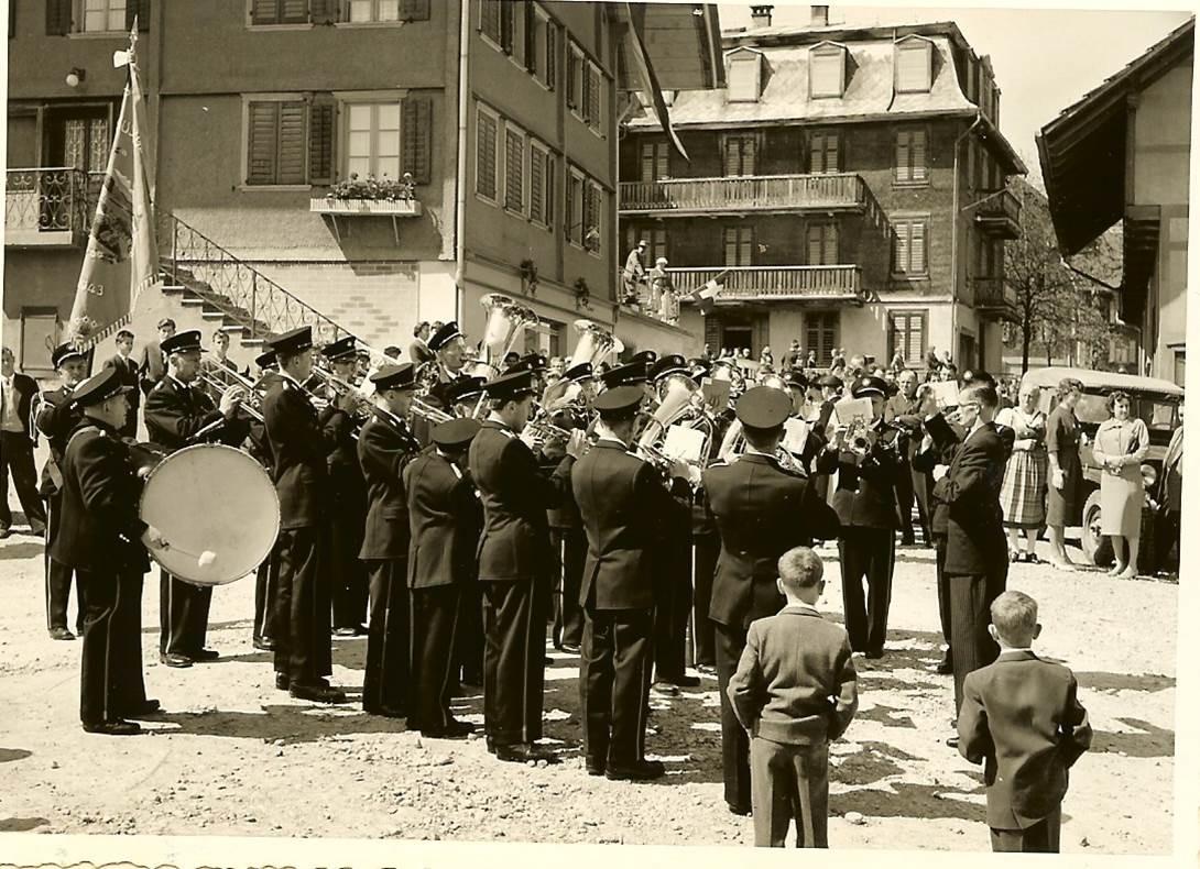 1960: Ständli auf dem Dorfplatz; Direktion Adolf Stöckli