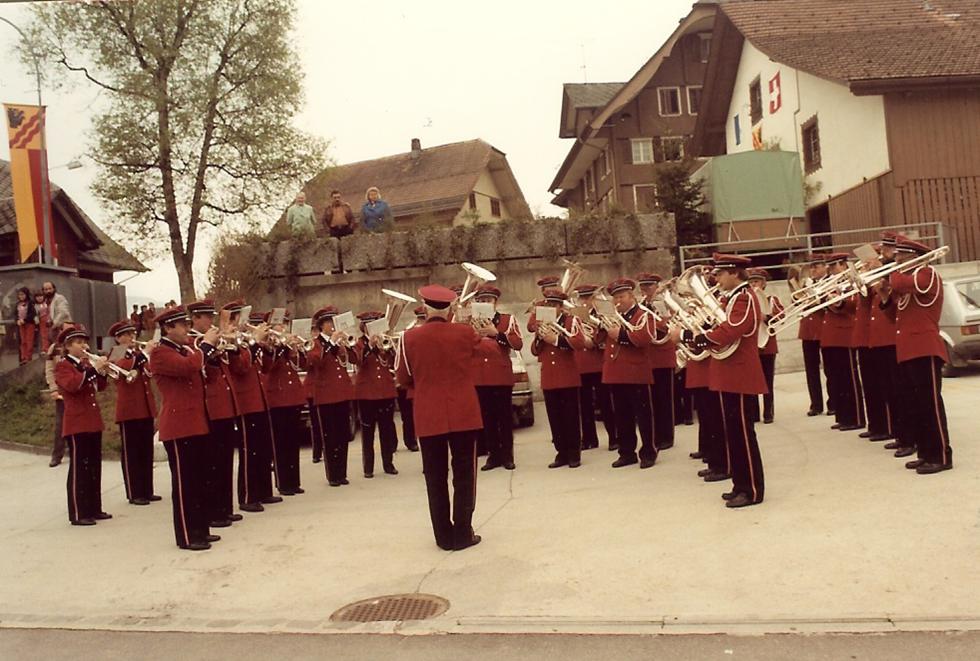 1984: Platzkonzert in der neuen Uniform; Direktion Fritz Baumann